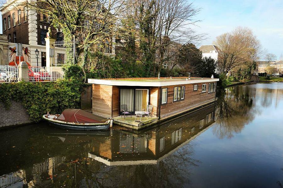 dormire su una houseboat le case galleggianti di amsterdam