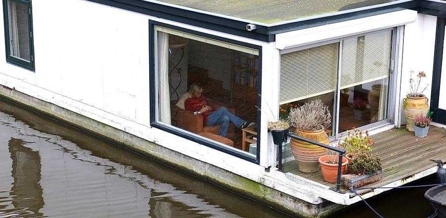 Dormire su una houseboat le case galleggianti di amsterdam for Dormire a amsterdam consigli